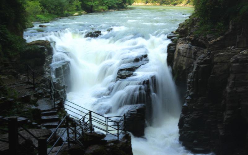 利川见天坝瀑布